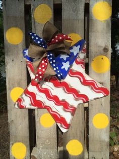 Independence Day Star Door Hanger by WhimsyGirlArt on Etsy Canvas Door Hanger, Burlap Door Hangers, Pallet Crafts, Wooden Crafts, Diy Crafts, Wooden Cutouts, Wooden Shapes, Painted Doors, Paint Party