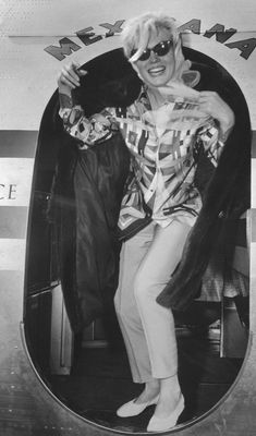 1962 / Joe DiMAGGIO accompagna Marilyn à l'aéroport international de Miami, d'où…