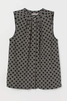 Sleeveless top in stretch jersey with a round neckline, concealed buttons at front, and yoke at back with pleat. Blouse Styles, Blouse Designs, Black Silk Shirt, Long Sweaters For Women, Latest Fashion For Women, Womens Fashion, Look Retro, Summer Blouses, Black Pattern
