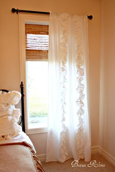 Beaux R'eves creates Anthro knock-off ruffled curtain out of a bed sheet. Awesome!