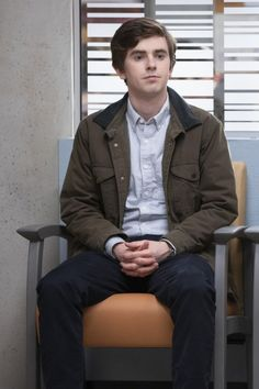 Shaun Murphy ends season two of The Good Doctor on a high note. Not only is he reinstated in his job after the dismissal of Dr. Tv Series 2017, Drama Tv Series, Series Movies, Antonia Thomas, Ryan Thomas, Freddie Highmore, Good Doctor Season 2, The Good Dr, Beau Garrett