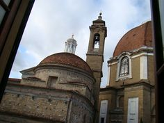 Basilica di San Lorenzo, Firenze ♥, Italia 21/07/2011 20:05:33  CámaraSONY  ModeloDSC-H50  ISO100  Exposición1/250 s  Apertura5.0  Longitud focal6mm  Latitud43.774928° N  Longitud11.253639° E