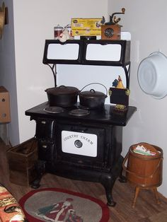 Country Charm Stove Antique Kitchen Stoves, Antique Wood Stove, How To Antique Wood, Wood Burning Cook Stove, Wood Stove Cooking, Alter Herd, Vintage Oven, New Stove, Cast Iron Stove