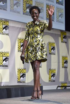 Danai-Gurira-Black-Panther-Panel-Comic-Con-2016-Red-Carpet-Fashion-Oscar-de-la-Renta-Tom-Lorenzo-Site (3)