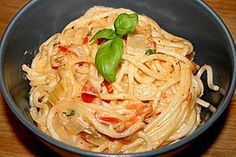 - Tomaten - Feta - Pfanne Spaghetti - Tomaten - Feta - Pfanne Feta is a type of cheese. Feta or FETA may also refer to: Noodle Recipes, Pasta Recipes, Soup Recipes, Healthy Recipes, Spaghetti Recipes, Food Porn, Food And Drink, Easy Meals, Veggies