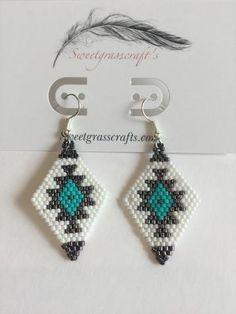 Native beadwork Native American beaded First Nation bead work indigenous bead work Beaded Earrings Native, Beaded Earrings Patterns, Bead Loom Patterns, Beading Patterns, Beading Ideas, Peyote Patterns, Beading Projects, Seed Bead Jewelry, Bead Jewellery