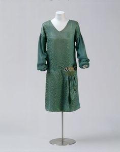 Gesellschaftskleid (Frauen, Oberkleidung, Kleid)  Inventarnummer: T7441 Hersteller: Hannah Höch (?) Datierung: 1925/27 Material/Technik: Obe...