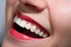 E' importante tenere i denti bianchi e puliti, sono una grande risorsa del nostro corpo, spesso sottovalutiamo la loro importanza si estetica ma più delle volte funzionale, è bello poter sfoggiare un sorriso perfetto perchè senza dubbio è una carta di ...