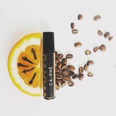 There's only this much #coffee one can drink!☕ . Parfumul Ca-phe, cu extract de cafea arabica, uleiuri esențiale de  cuișoare, citrice dulci, note de mijloc calde și ușor lemnoase precum ienuparul si cedrul de atlas,  ancorate într-o bază  de vetiver... Cum ziceam, acest  parfum are o super-putere: îți dă un kick de energie chiar și fără sa bei efectiv o cafea, fără sa mănânci ceva dulce: doar o pauză și un pic de respirat adânc și forța este din nou cu tine. .  Focus-pocus! 🌟 . Îl găsești…