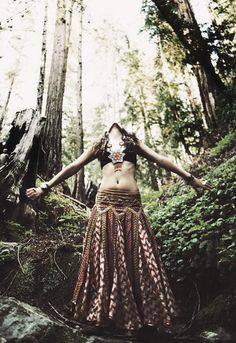 The boho life is a life of love for nature, adventure, unification with the universe, understanding of life & very sexy clothes & makeup ; Style Hippie Chic, Bohemian Style, Boho Chic, My Style, Bohemian Skirt, Boho Gypsy, Gypsy Soul, Gypsy Life, Bohemian Mode