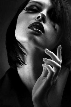 Wicked Ones: Photo Face Photography, Photography Poses Women, Black And White Portraits, Black And White Photography, Female Portrait, Portrait Art, Girl Face, Woman Face, Salon Art