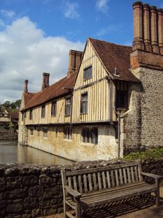Ightham Mote, a manor house surrounded by a moat, dates from the 14th century. Its importance lies in the fact that successive owners have made few changes to the main structure, originally dating to 1320. It is considered to be a great living example of what houses would have looked like in the Middle Ages. Ightham, Kent, England, UK