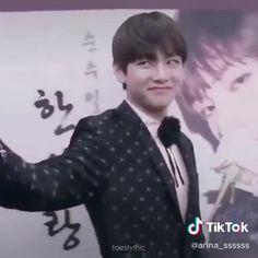 Kim Taehyung Funny, V Taehyung, Bts Bangtan Boy, Bts Funny Videos, Bts Memes Hilarious, Foto Bts, Bts Photo, Jung Hoseok, Bts Playlist