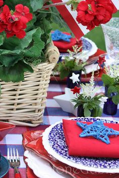 StoneGable: Tablescapes  Patriotic theme would work with Blue Willow