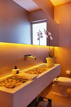Residência PM / MPGAA - Miguel Pinto Guimarães Arquitetos Associados #lavabo #restroom #bathroom #lighting #detail