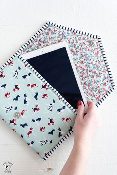 New Sewing Pattern! The Busy Day Tablet Case - - New Sewing Pattern! The Busy Day Tablet Case New Sewing Pattern! The Busy Day Tablet Case A PDF sewing pattern for a padded ipad or tablet case. How to sew an Ipad case. Sewing Hacks, Sewing Tutorials, Sewing Crafts, Sewing Tips, Serger Sewing, Bags Sewing, Capas Kindle, Creation Couture, Leftover Fabric