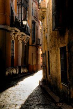 """Sevilla ...""""Es una ciudad que acecha / largos ritmos / y los enrosca / como laberintos.""""  __Federico García Lorca, Sevilla, Poema del Cante Jondo [Credit Barrio de Santa Cruz. Seville]"""