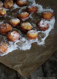 Bombolino - Hefeteig mit reichlich Butter und viel Zucker - mal was anderes, frittiert . http://www.tinastausendschoen.de/bomboloni/