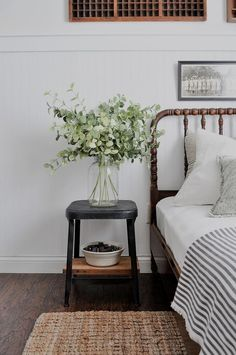 Zimmer Summer Colors Tour - green in the guest bedroom Your Tip for Calming Fussy Babies Could Be a Guest Room Decor, Home Decor Bedroom, Bedroom Ideas, Modern Bedroom, Master Bedroom, Contemporary Bedroom, Bedroom Colors, Bedroom Classic, Bedroom Designs