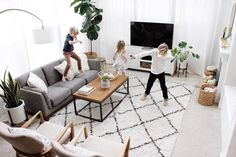5 Essentials Tips For A Successful Living Room Design Project - Sweet Crib Living Room Grey, Living Room Sofa, Home Living Room, Apartment Living, Interior Design Living Room, Living Room Designs, Dining Room, City Apartment Decor, Apartment Interior Design