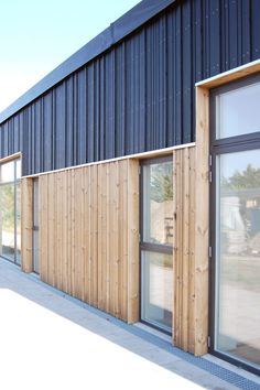 Wood Cladding Exterior, Steel Cladding, Wood Architecture, Architecture Details, Wooden Facade, Warehouse Design, Build Your Own House, Building Facade, Architectural Features