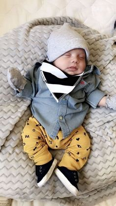 1376 Best Baby Fashion images in 2019 Cute Baby Boy Outfits, Little Boy Outfits, Cute Baby Clothes, Baby Boy Fashion, Kids Fashion, Fashion Images, Baby Boy Swag, Baby Boy Hats, Foto Baby