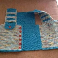 This post was discovered by serdar türk. Discover (and save!) your own Posts on Unirazi. Baby Pullover, Baby Cardigan, Arm Knitting, Knitting Patterns, Crochet Baby, Knit Crochet, Pinterest Diy Crafts, Poncho With Sleeves, Kid Outfits