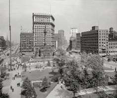 """Public Square -- Cuyahoga County Soldiers' and Sailors' Monument."" Cleveland, circa 1900 http://www.shorpy.com/node/19796?utm_content=buffer47424&utm_medium=social&utm_source=pinterest.com&utm_campaign=buffer"