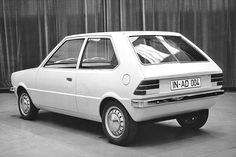 """EA 329 - Zwischenschritt: der spätere Audi 50, hier als sogenanntes """"Mock-up"""" (nicht fahrbereite Designstudie) mit bündig abschließenden Stoßstangen und alternativen Heckleuchten. Beachtenswert: Zwar ist die Seitenlinie noch gerade, das Heckfenster ist jedoch bereits mit Knick versehen. ☺"""