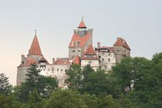 Famous historic haunted castles around the world are favorite places for paranormal enthusiasts and ghost hunters to visit. Learn about the ghosts of famous . Haunted Places, Haunted Castles, Dracula Castle, Ghost Sightings, Real Vampires, Legends And Myths, Ghost Hunters, Being In The World, By Train