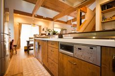 【アイジースタイルハウス】キッチン。吹抜けの開放感とLDKを身近に感じられるキッチン
