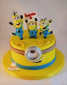 Carmen Iordache Toddler Birthday Cakes, Baby Birthday Cakes, Minion Birthday, Pastel Minion, Fondant Cakes, Cupcake Cakes, Despicable Me Cake, Movie Cakes, Gravity Cake