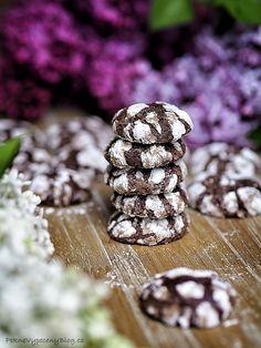 Kakaové Crinkle cookies – PĚKNĚ VYPEČENÝ BLOG