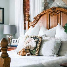 A light and bright bedroom. #bedroom #lightandbright #beautifulbedroom #farmhousedecor #ikeadecor   #Regram via @www.instagram.com/p/CB1AtGVFVU1/ Home Decor Dyi, Ikea Decor, Decorating A New Home, Home Decor Styles, Decor Ideas, Airy Bedroom, Modern Bedroom, Bedroom Decor, Master Bedroom