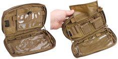 Vähän isompi admin-tasku, eli eräänlainen taisteluvarustukseen kiinnitettävä kenttätoimisto. Tämä keskikokoisen yleistaskun mallinen nyssäkkä avautuu kolmelta sivulta niin, että se muodostaa kuminauhojen varassa riippuvan 'ty