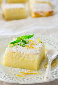 Lemon Magic Cake - one simple batter that turns into a 3 layer cake. The popular magic cake now in lemon flavor. (magic cake is my favorite dessert, adding lemon is genius) Lemon Curd Dessert, Lemon Desserts, Lemon Recipes, Sweet Recipes, Lemon Cakes, Marscapone Dessert, Coconut Cakes, Easy Desserts, Easy Recipes