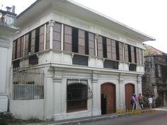 Filipino Architecture, Philippine Architecture, Colonial Architecture, Art And Architecture, Spanish House, Spanish Colonial, Philippine Houses, Batangas, Vintage Homes