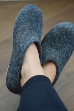 Why you should invest in a pair of BAABUK's wool slippers. #sustainableliving #ethicalliving #sustainable #greenfashion #ethicalfashion