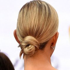 10 easy hairstyles to fight summer frizziness and humidity: the low knotted bun