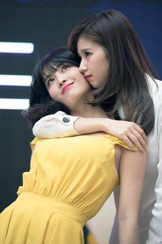 """mommy sana and her baby girl momo Nayeon, K Pop, Kpop Girl Groups, Korean Girl Groups, Kpop Girls, Bts And Twice, Fandom, Twice Band, Sana Cute"