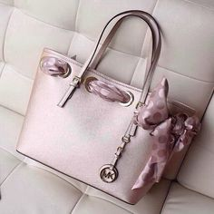 Michael Kors handbag WANT!!!