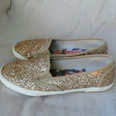 Roxy Gold Glitter Drifter Love these sparkly slip-on sneaks! They have a little bit of cusion on the inside. They're too small for me :( Like new condition/ minimal wear Cute with shorts or jeans Roxy Shoes Sparkles Glitter, Gold Sparkle, Roxy Shoes, Fashion Tips, Fashion Design, Fashion Trends, Beautiful People, Minimal, Shoes Sneakers