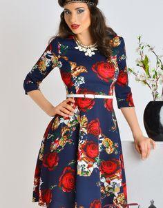 Este o rochie eleganta cu fusta in clos, cu imprimeuri florale in care te vei   face remarcata.
