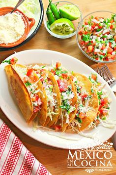 The Golden Potato Tacos is a very popular dish that loves both children and adults. Real Mexican Food, Mexican Cooking, Mexican Food Recipes, Vegetarian Recipes, Cooking Recipes, Mexican Snacks, Potato Tacos, Tacos And Burritos, Papa Tacos