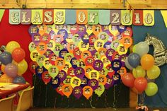 cute idea for kinder grad celebration 5th Grade Graduation, Graduation Theme, Graduation Balloons, Kindergarten Graduation, End Of School Year, Class Decoration, Vacation Bible School, School Projects, Class Projects