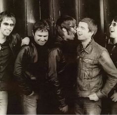 Love this picture! Oasis Band, Liam And Noel, Party Rules, Liam Gallagher, Cool Bands, Good Music, Brother, Rule Britannia, Parties