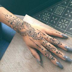 Henna henna mandala, henna mehndi, mehandi designs, henna tattoo designs, t Cool Henna Tattoos, Tribal Hand Tattoos, Henna Tattoo Sleeve, Henna Ink, Hand Tats, Henna Tattoo Designs, Finger Tattoos, Hand Henna, Body Art Tattoos