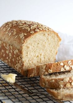 Apr 18, 2020 - A lovely, moist bread, flavoured with rolled oats and honey, with a bit of whole wheat flour as well. Makes great sandwich bread! Sandwich Bread Recipes, Yeast Bread Recipes, Baking Recipes, Homemade Sandwich Bread, Cornbread Recipes, Jiffy Cornbread, Chef Recipes, Soup Recipes, Bread Recipes