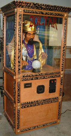 "Zoltar, mechanical Fortune Teller---the name is the same as the Zoltar in ""BIG"" but this is a low-rent version of the one from the film"