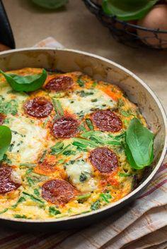 Frittata z chorizo, szczypiorem i serem pleśniowym